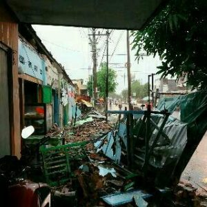 picture of Pasar Nglames Diterjang Angin Puting Beliung